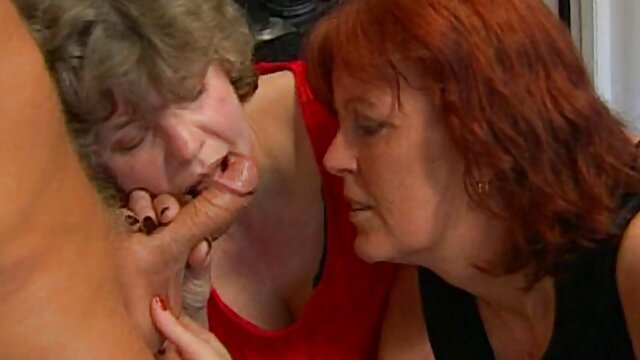 Hot dog sikerült ülni a zsákmány egy vastag sex anyával vibrátor