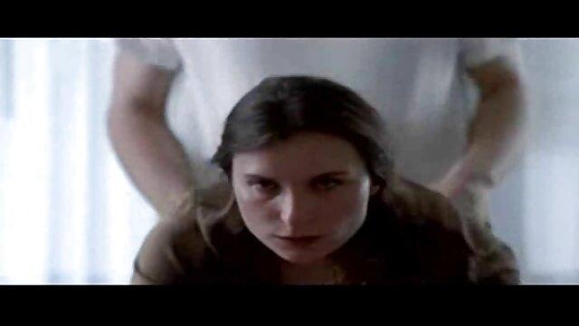 A nőgyógyász puncinyalás video ujjaival