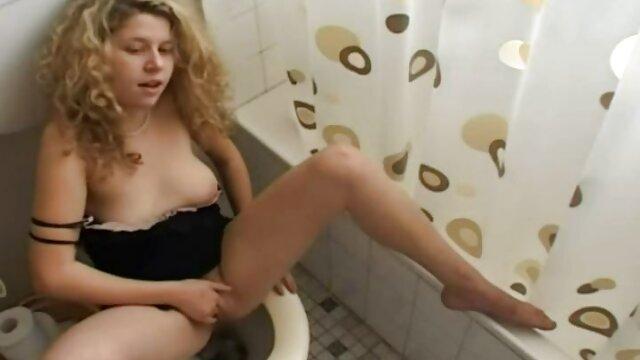 Első szex egy fiatal amatör csajok nő a kamera