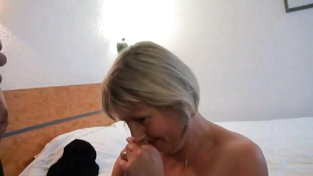 Szex hardcore meztelen csajok a kamera kövek